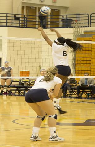 Rams Volleyball Splits Weekend