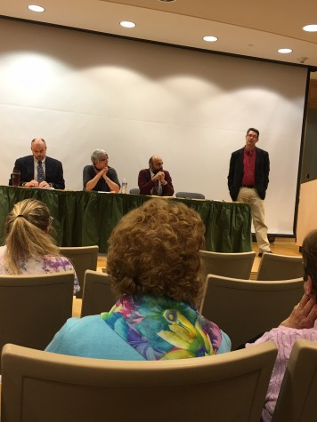 Dr. Aart Holtslag introduces the panel of political science professors.