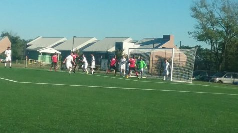 The Rams defend a corner kick by the Warriors.