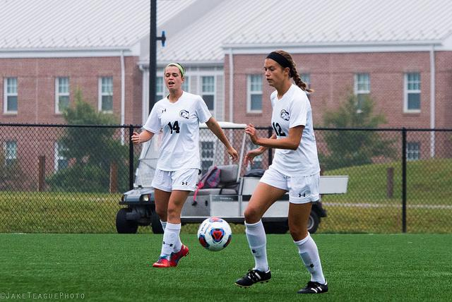 Women's Soccer Narrowly Defeated by Charleston